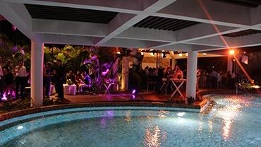 pool zone & bar