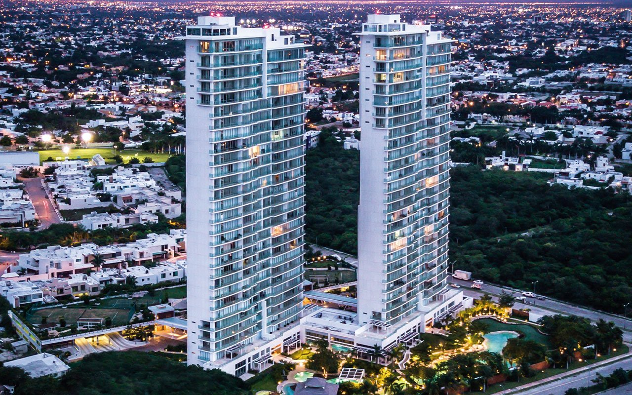 Desarrollo vertical en Mérida, Country Towers, torres de residencias departamentales.